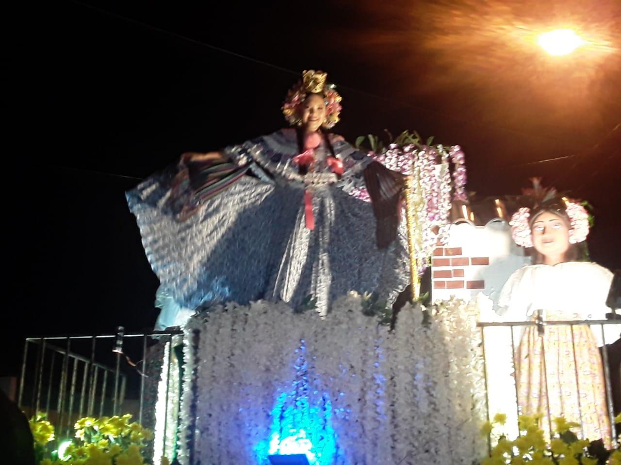 La festividad también sirvió como preámbulo a las festividades del 10 de noviembre, donde gran cantidad de personas llegan al lugar para celebrar el grito de independencia de La Villa. Foto/Thays Domínguez