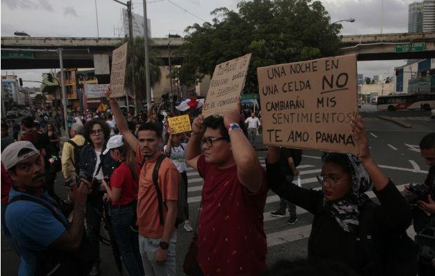 Manifestación en la Plaza 5 de Mayo. Foto/ Víctor Arosemena
