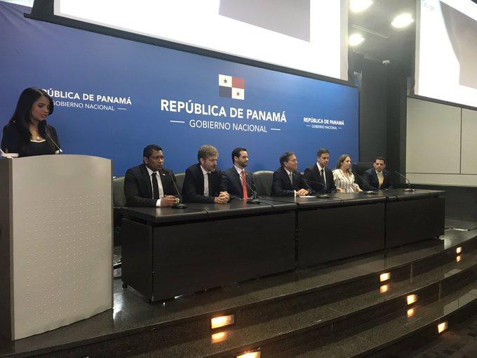 Las declaraciones de Laurentino Cortizo sobre el reemplazo de Kenia Porcell se efectuó en una conferencia de prensa sobre la instalación de un cable submarino de Google en Panamá.
