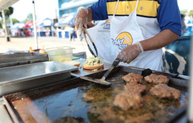 La fecha de sorteo para los puestos de venta de comida en los carnavales será el 2 de diciembre en el Centro de Convenciones de Atlapa a la 10 de la mañana. Foto/Archivo