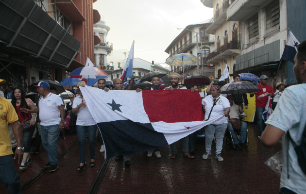 En la marcha hubo gremios de educación, salud y la construcción./Víctor Arosemena