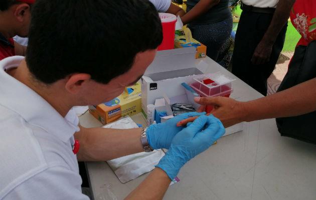Es importante hacerse las pruebas para saber si la persona tiene el virus.