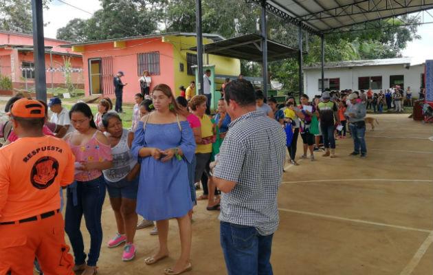Largas filas de personas se observaron en la venta de jamones en Tolé y Remedios. Fotos: José Vásquez/Thays Herrera