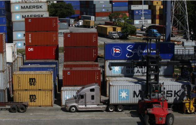 Los transportistas de carga terrestre se mantienen en alerta. Archivo