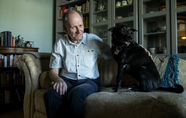 El psicólogo Clive Wynne se inspiró en Xephos para buscar qué vuelve especiales a los perros. Su teoría: el amor. Foto/ Adriana Zehbrauskas.