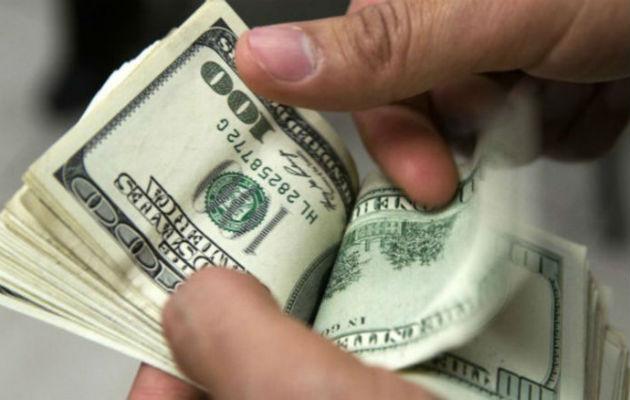 No es recomendable mezclar el décimo o bonificación con el salario de diciembre. Foto: Archivo.