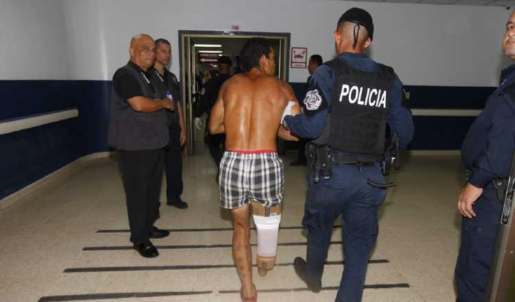 Dos bandas rivales pelean el control del penal. Foto: Alexander Santamaría.