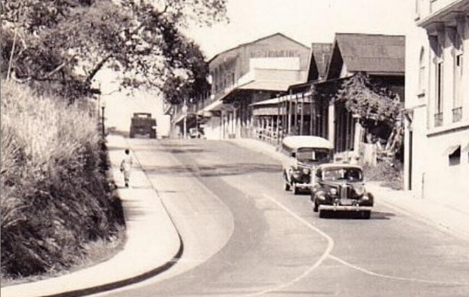 Bajada de la Avenida 4 de Julio, en 1930. Foto: Panamá Vieja Escuela.