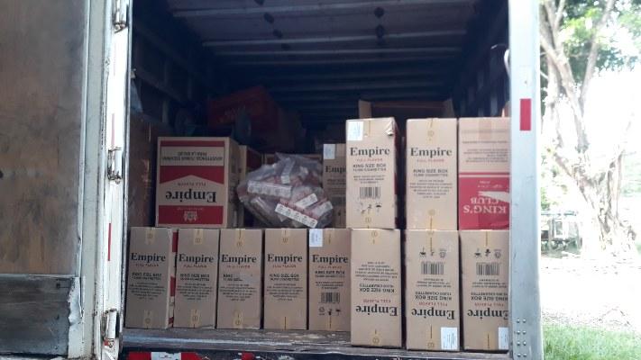 Se trata de más de 165 cajas de cartones de cigarrillos de marcas extranjeras, que fueron detectados durante el operativo por fiestas navideñas, en el sector. Foto/Thays Dompinguez