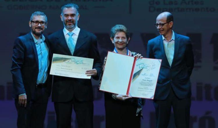 Premiación a Danae Brugiati con el Premio 'Ricardo Miró' 2019. Foto: Cortesía MiCultura