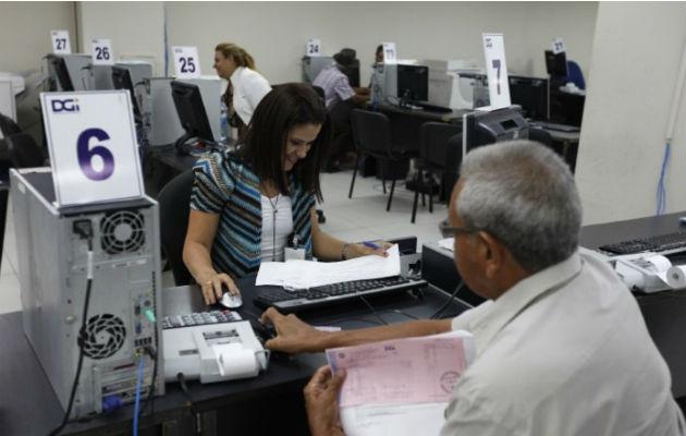 Los panameños tienen hasta el mes de febrero para ponerse al día en sus impuestos sin recargo. Archivo