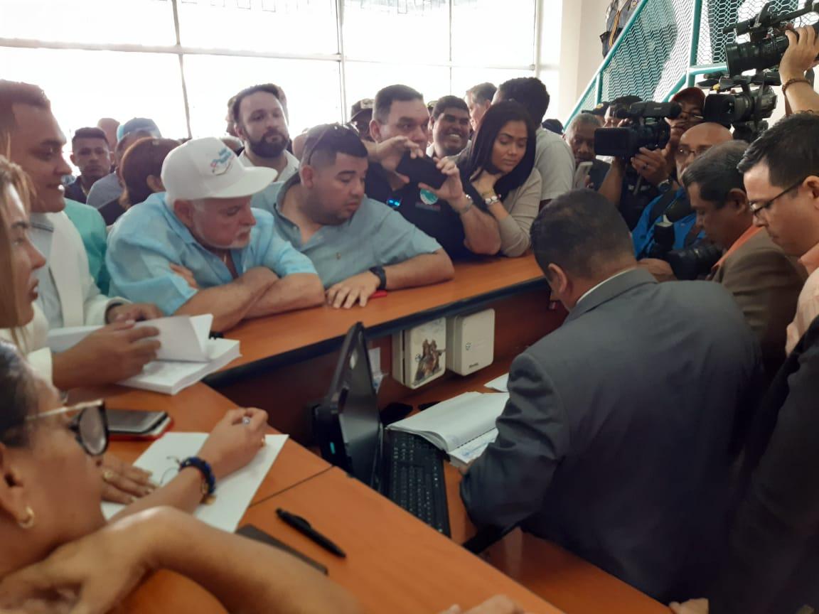 Ricardo Martinelli fue acompañado con otros miembros del partido. Foto/ Franciso Paz