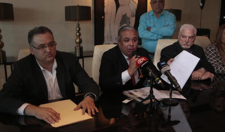 Abogados de Ricardo Martinelli actuarán penalmente y patrimonialmente contra la exprocuradora. Víctor Arosemena