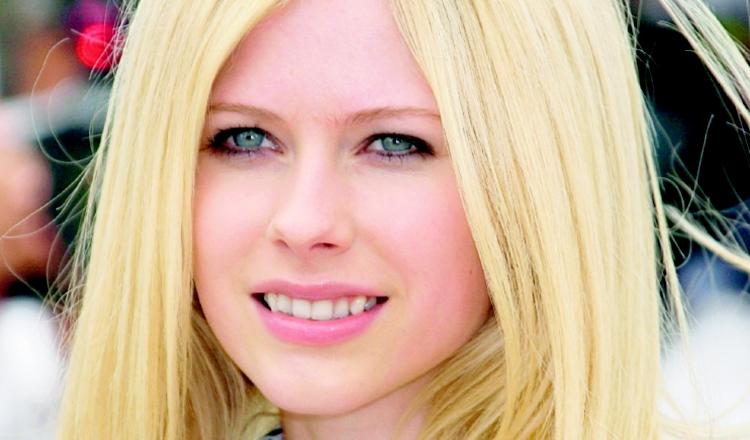 Avril Lavigne se solidarizó con Justin Bieber.