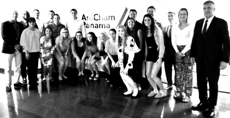 El grupo de estudiantes de la Universidad de Nebraska, Estados, Unidos, de visita en nuestro país, presentaron sus proyectos en la sede de la Cámara Americana de Panamá, como parte de una pasantía. Foto: Cortesía del autor.