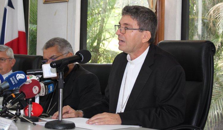El obispo de Colón y Guna Yala, y secretario de la Conferencia Episcopal, Manuel Ochogavía, leyó el comunicado, tras concluir su Asamblea Plenaria N°.211. Cortesía