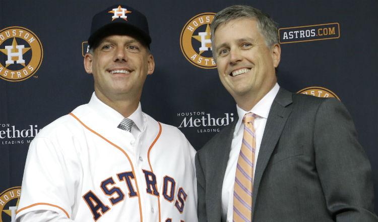 A.J. Hinch y el gerente general Jeff Luhnow fueron sancionados y multados. Foto AP
