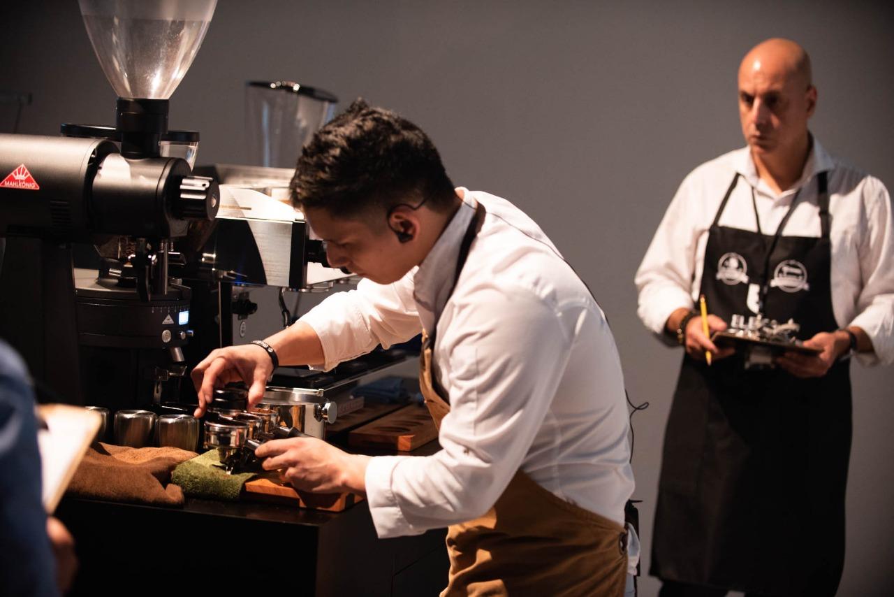 Jurados internacionales evalúan la destreza y creatividad de los participantes en el Panama Coffee Festival, cuya edición de 2020 será este viernes 17 y sábado 18 de enero en el Dinig room del American Trade Hotel. Foto: Cortesía