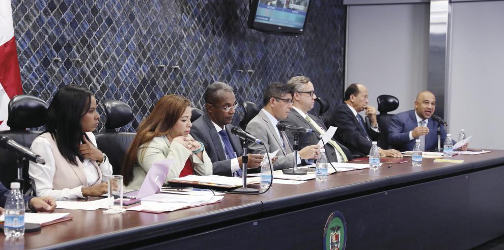 Hay 20 aspirantes al cargo de Defensor del Pueblo que debe ser elegido por la Asamblea Nacional. Foto: Panamá América.