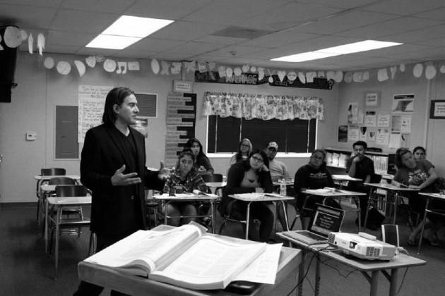 En el aula de clases, el docente es el principal recurso didáctico y su deber es despertar el interés de los estudiantes por la materia. Foto: Archivo.