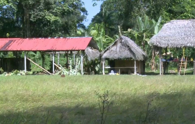 Los fallecidos fueron enterrados en una zona boscosa a dos kilómetros de distancia de la iglesia. Foto: Panamá América.