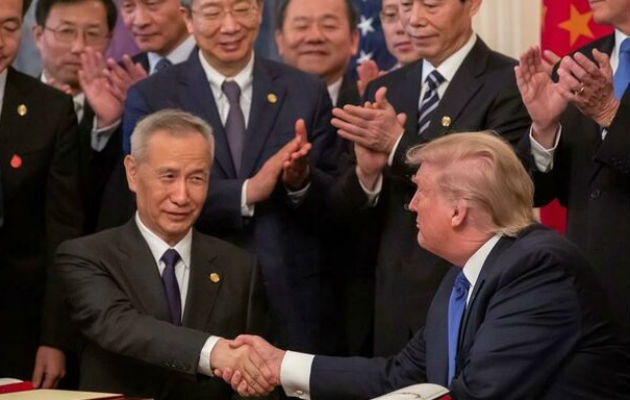 El gigante asiático se compromete a comprar bienes estadounidenses por valor de unos 200,000 millones de dólares en dos años.