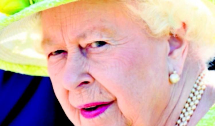 Reina Isabel II come sin preocuparse por las calorías que ingiere.