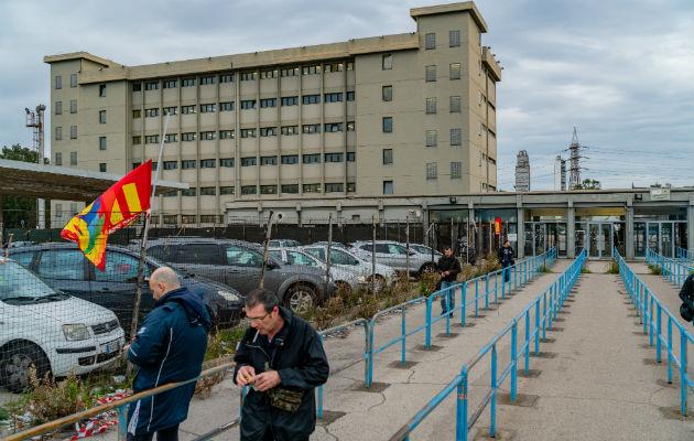 Si cerrara la acerera ArcelorMittal, en Taranto, Italia, más de 10 mil 500 obreros podrían perder sus empleos. Foto / Alfredo Chiarappa para The New York Times.