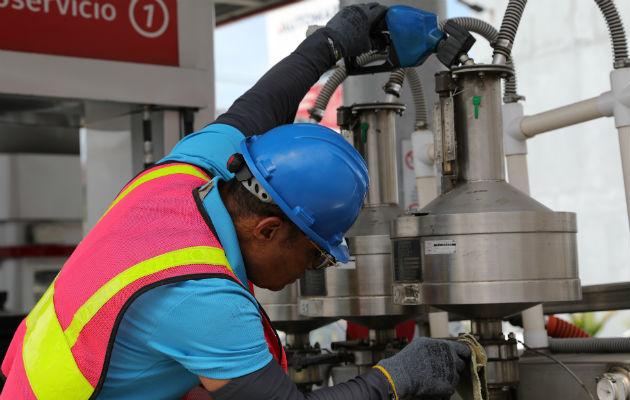 Hasta el 31 de enero el precio de la gasolina de 91 y 95 octanos y el diésel bajo en azufre disminuyeron un centavo. Foto/Acodeco