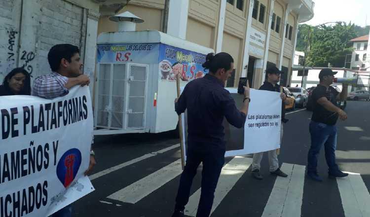 Operadores de las plataformas digitales acudieron a la Asamblea. Francisco Paz