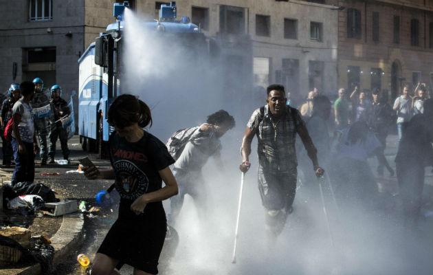 Se aprueba el 80 % de las solicitudes de asilo de eritreos en Europa. Dispersando a migrantes en Roma. Foto / Angelo Carconi/European Pressphoto Agency.