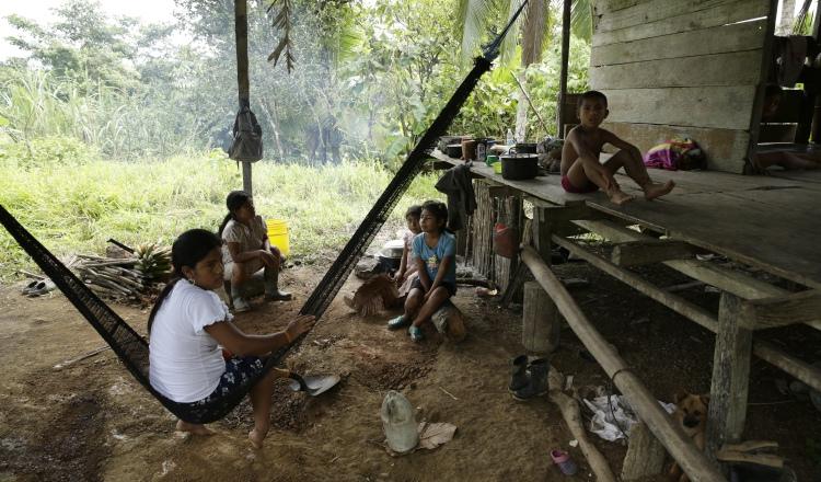 Consternación en la comarca, tras el asesinato múltiple en Alto Terrón, provincia de Bocas del Toro. AP