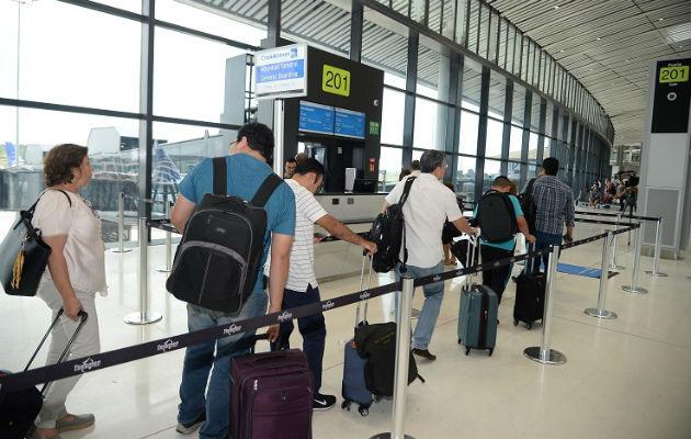 A los becados se les realizarán las verificaciones sanitarias que se les practica a todos los pasajeros procedentes de China. Foto: Panamá América.