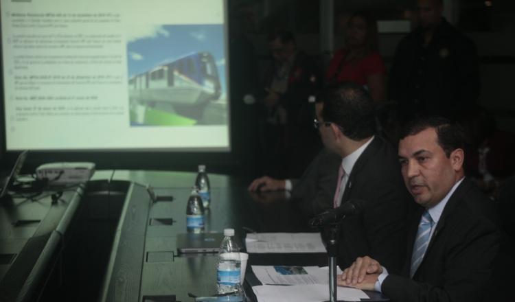 El recién estrenado director del metro, Héctor Ortega, explicó a los diputados de la Comisión de Infraestructura de la Asamblea, cómo se encuentra el proyecto. Foto de Víctor Arosemena