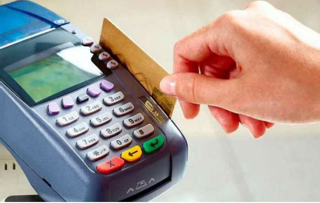 Actualmente, los intereses de las tarjetas de crédito que ofrecen los bancos en el país van desde 13.5% hasta 28% y anualidades de $40 a $175.