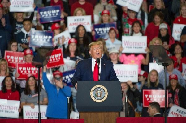 Donald Trump, durante un evento de masas en Nueva Jersey,se comprometió detener a la