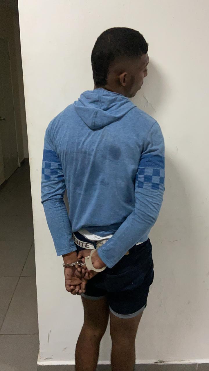 El ciudadano de 19 años trató de agredir a una persona con la que tenía un problema, pero la niña fue la que recibió el disparo.