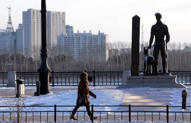Rusia cierra su frontera oriental, en la que comparte miles de kilómetros con China para evitar la propagación del coronavirus. FOTO/AP
