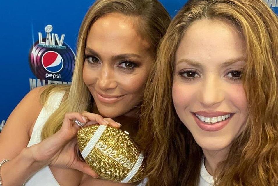 Jennifer Lopez y Shakira en la conferencia. Foto: Instagram