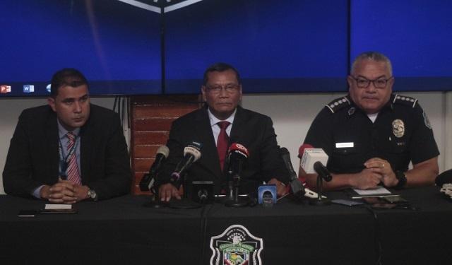 Jorge Miranda ofreció una conferencia de prensa, tras la evasión. Foto: Víctor Arosemena