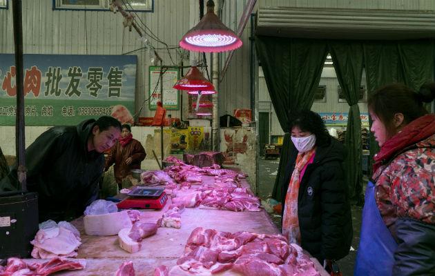 Un virus puede haberse propagado de un mercado como este en Langfang. Foto / Giulia Marchi para The New York Times.