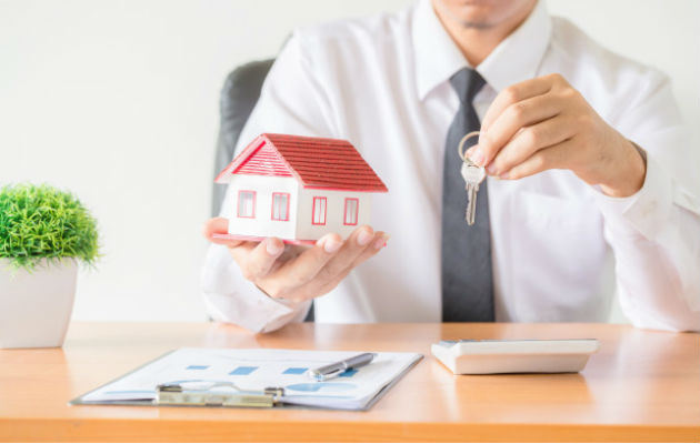 Al momento de contratar a un corredor de bienes raíces, es necesario verificar que el mismo tenga su idoneidad. Foto/Tomada de Internet