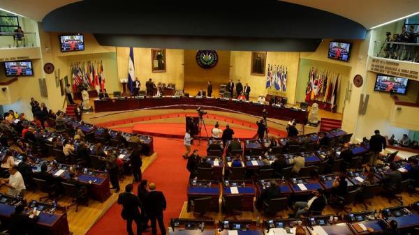 Los jueces constitucionales también determinaron que queda suspendido cualquier efecto de la convocatoria del gabinete de Nayib Bukele. FOTO/EFE