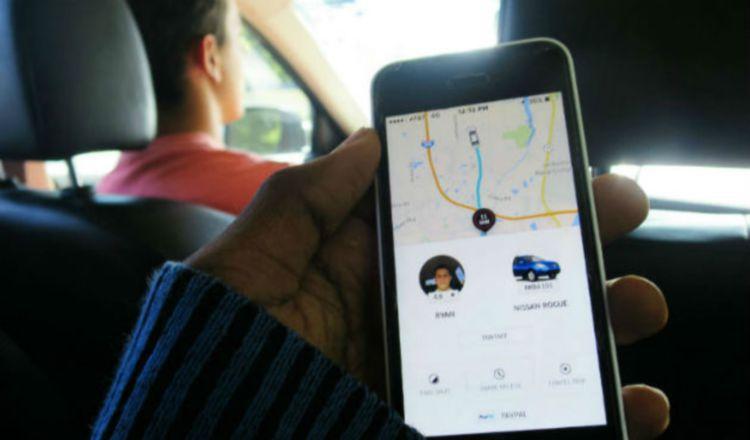 Taxistas exigen que plataformas como Uber,  sean reguladas.
