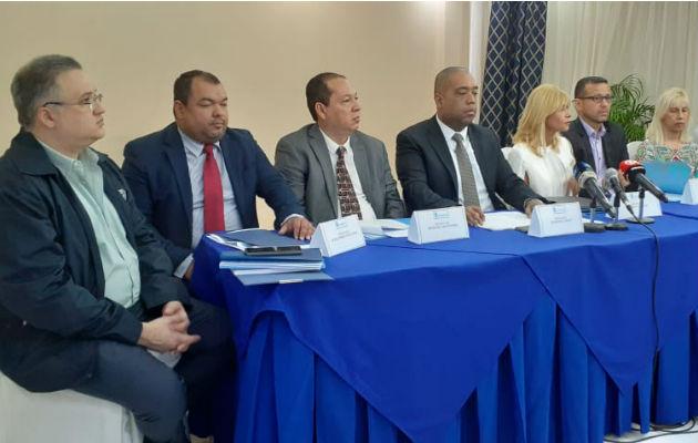 Equipo legal de West Valdés, exdirectivo de Financial Pacific. Foto: Víctor Arosemena