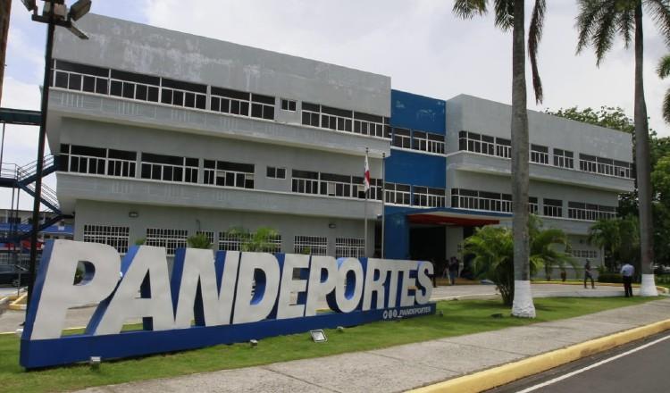 El exdirector de Pandeportes Roberto Arango dejó que venciera la fianza de la obra.