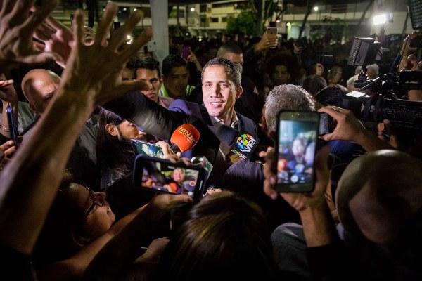 . Juan José Márquez, tío del líder opositor venezolano Juan Guaidó, desapareció este martes poco después de aterrizar en Caracas junto a su sobrino y tras ser interceptado por las autoridades aduaneras, según denunció el equipo del político. FOTO/EFE