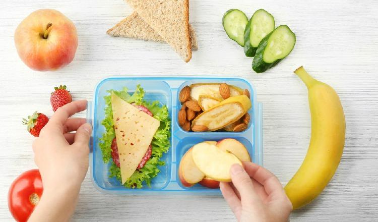 Los chicos deben desayunar en casa, pues la lonchera es un complemento. Pixabay