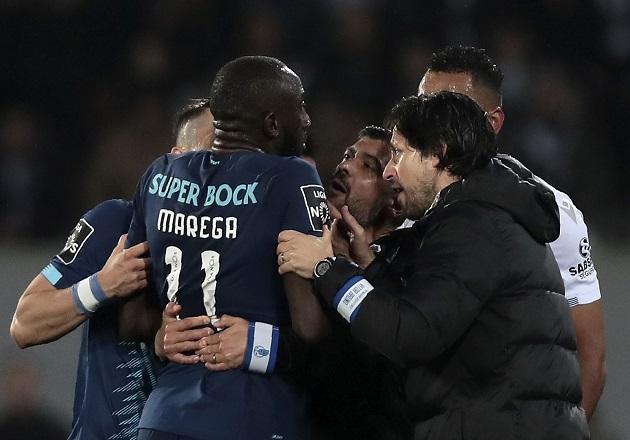 Moussa Marega abandonó la cancha. Foto:AP