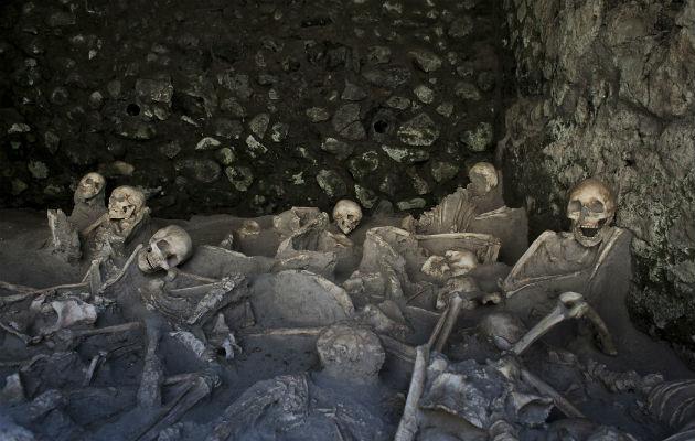 Investigadores estudiaron las costillas de 152 personas para averiguar cómo murieron durante la erupción volcánica. Foto / Gianni Cipriano para The New York Times.